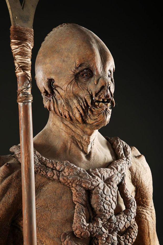 earth2-gregcannom-propstore - errian Costume Display